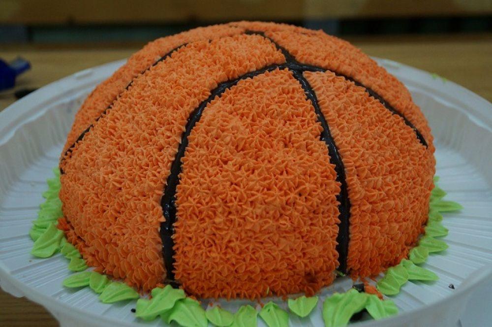 Даже сладкий приз - в виде баскетбольного мяча!