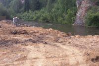 Мусор сбрасывали в прибрежной полосе реки Базаиха в заповеднике