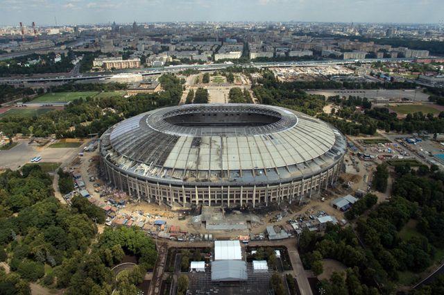 Реконструкция большой спортивной арены «Лужники» в Москве. 2016 год.