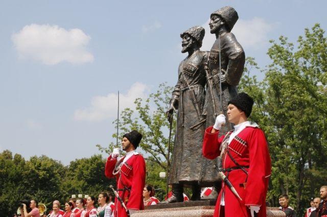 ВКраснодаре открыли монумент  казакам игорцам— героям Первой мировой войны эксклюзив