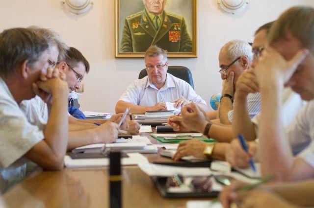 Сергей Шелепов (в центре) управляет коллективом в 600 человек.