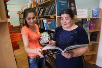 Заведующая библиотекой Кунсылу Аюпова гордится фондом в 117 тысяч книг.