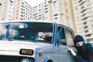 Автомобиль находился на парковке возле дома по улице Волховстроя.