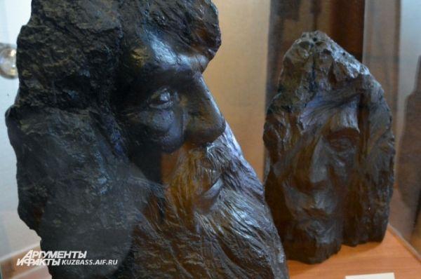 Чаще всего заказы на скульптуры из угля приходят не из Кузбасса, а из других регионов России. И даже не все творения Игоря находятся в нашей стране – пара хранится в частных коллекциях в Англии и Италии.