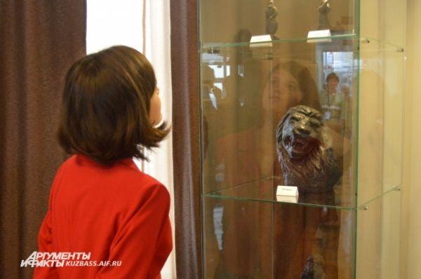 Суворов творит больше для души. По его признанию, он никогда не задумывался сделать что-то специально ко Дню шахтёра, но иногда он дарит свои работы – музеям и просто людям.