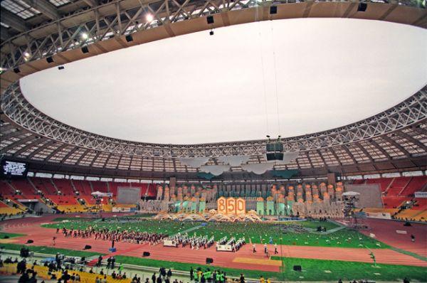 Большая спортивная арена в «Лужниках» после реконструкции в дни празднования 850-летия Москвы, 1997 год.