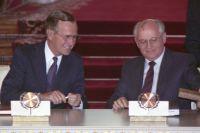 Михаил Горбачёв и Джордж Буш-старший в Кремле во время подписания Договора об ограничении стратегических наступательных вооружений.