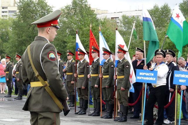 Участники увидят построение и подъем флага ВМФ.