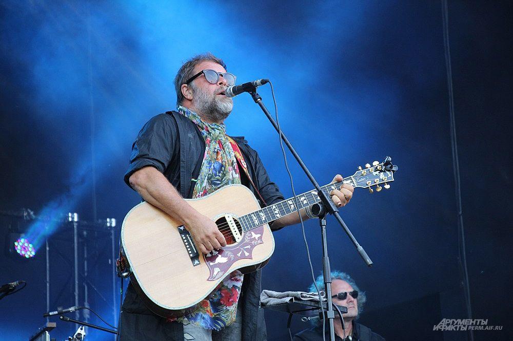Бессменный лидер группы  Борис Гребенщиков радовал пермскую публику исполнением известных песен из репертуара группы.