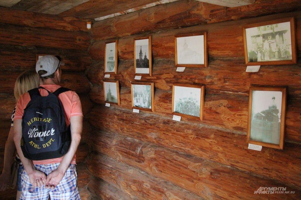 На территории Хохловки можно было увидеть выставку фотографий.