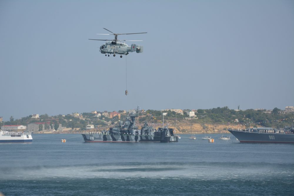 спасение экипажа судна, потерпевшего бедствие;