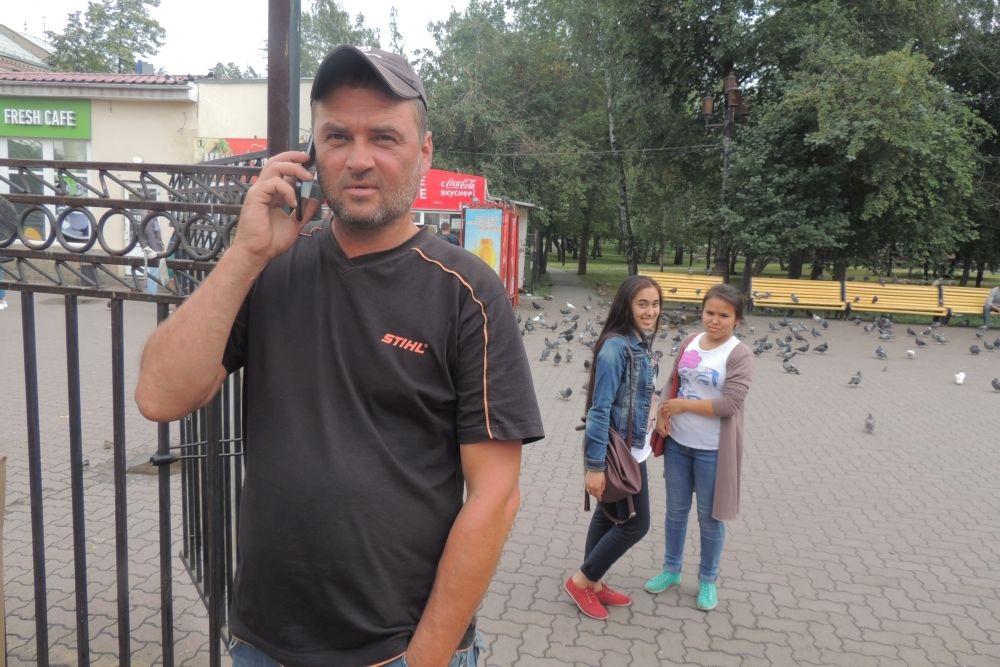 Александр Шестаков сделал покемонов сам, выпилив из дерева в своем цеху бензопилой.