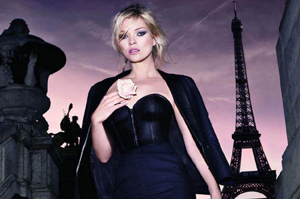 Сен-Лоран считал черный цвет торжеством элегантности. Модельеру удалось превратить его из праздничного в повседневный.