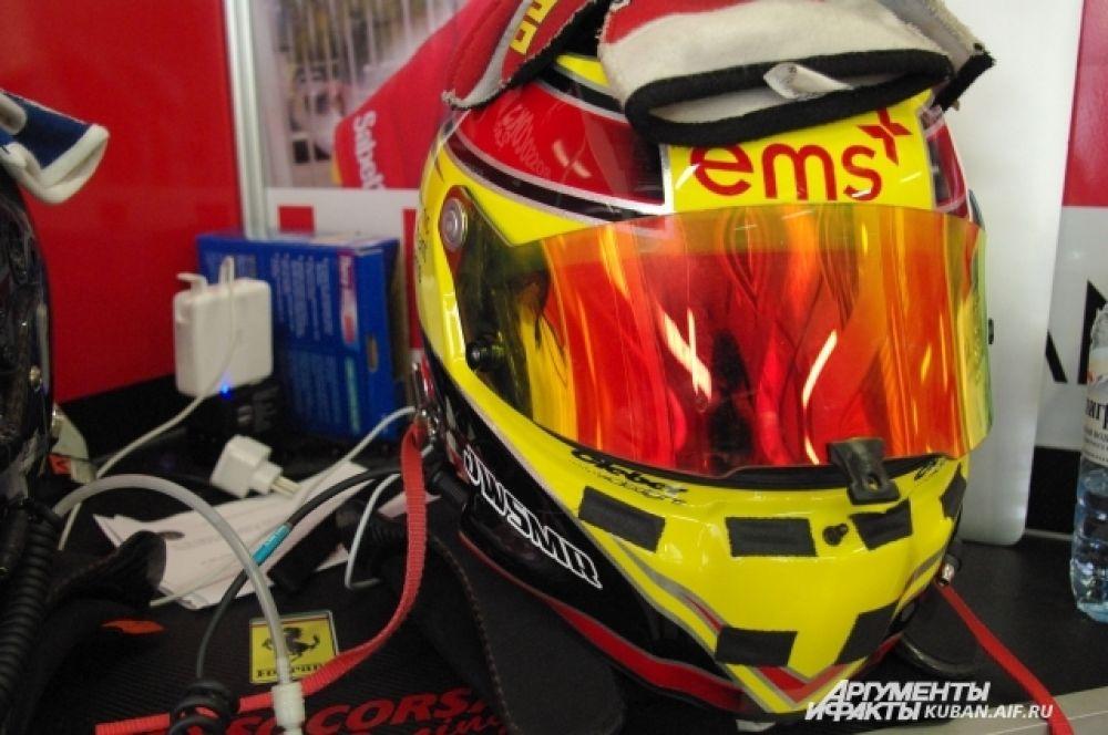 Дизайн играет не последнюю роль в форменной одежде пилотов Ferrari Challenge.