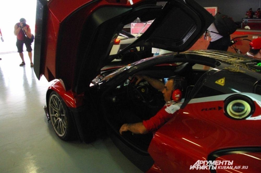Мало купить гоночный автомобиль - его еще надо содержать. В среднем каждый километр пробега таких машин обходится в тысячу евро.