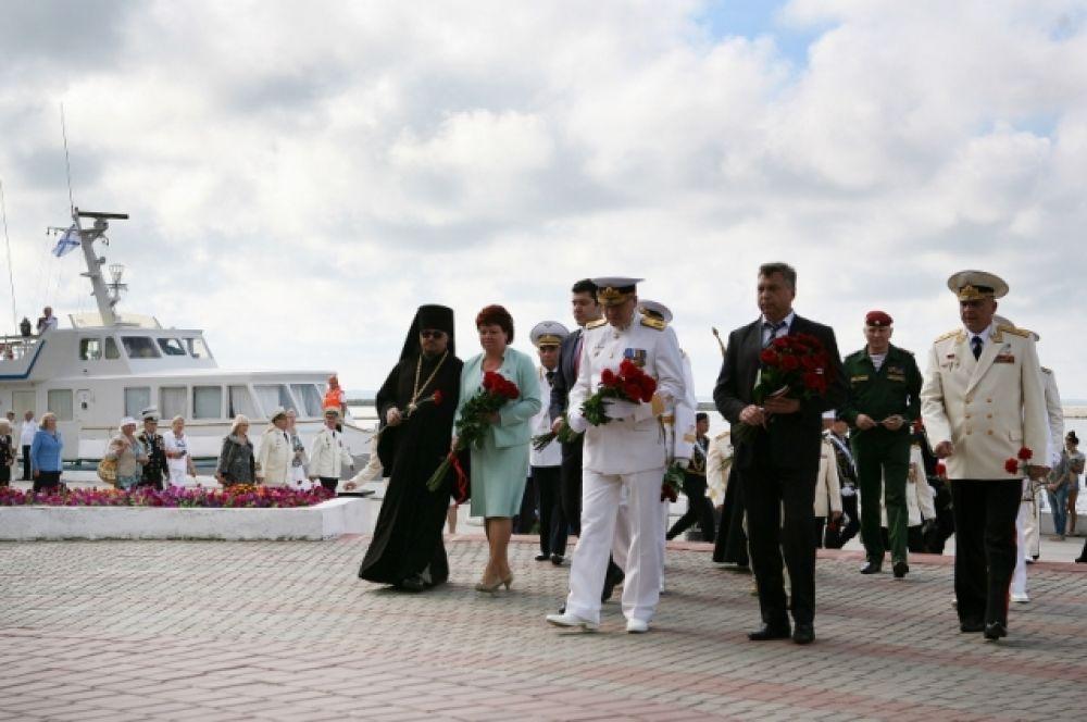 Впервые парад принимал новый начальник штаба Балтийского флота вице-адмирал Игорь Мухаметшин.