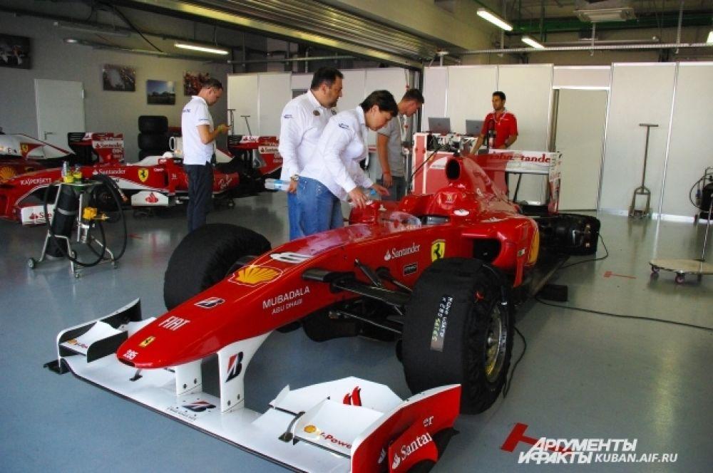 На гонках представили реальные болиды «Формулы-1», на которых когда-то ездили Михаэль Шумахер, Рубенс Баррикелло и Фернандо Алонсо.