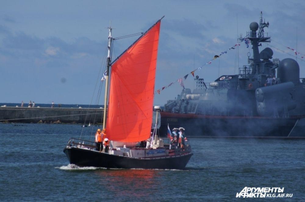 Торжественное приветствие основателя флота Петра Первого.