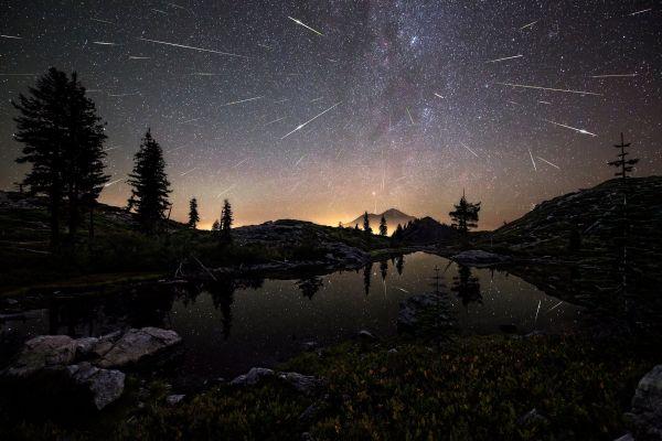 Метеоритный дождь над США. Фотограф - Brad Goldpaint