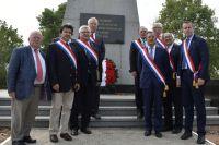 Делегаты парламента Франции у мемориала на французском воинском кладбище в Севастополе. Третий справа на первом плане - глава делегации, депутат Национального собрания Франции Тьерри Мариани.