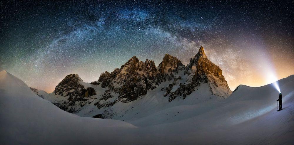 Снежный гигант в северо-восточной Италии. Фотограф - Nicholas Roemmelt