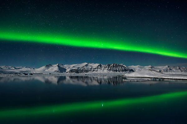 Фото северного сияния над Исландией. Фотограф - Giles Rocholl