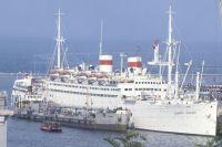 Советский пассажирский теплоход «Адмирал Нахимов» в порту Одессы.