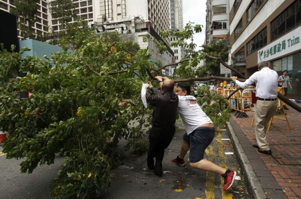 В Гуанчжоу объявили наивысший «красный» уровень погодной опасности.