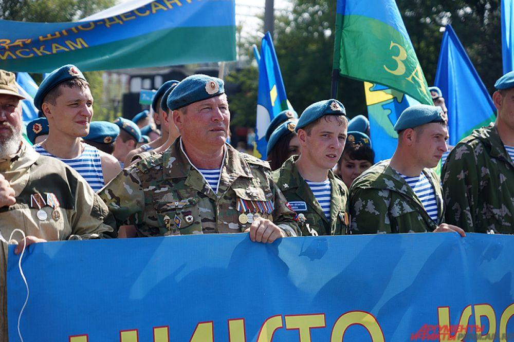 Пермские десантники прошлись маршем по центру городу во вторник, 2 августа.