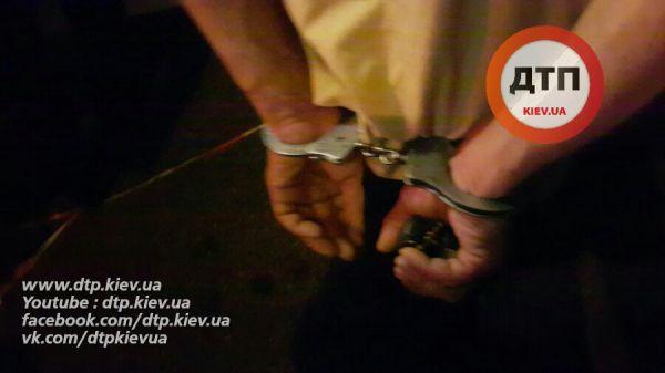 Виновник, который протаранил эти машины, был задержан для освидетельствования показаний