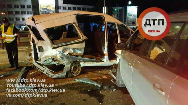 До того, как Опель пьяного водителя врезался в эти машины, на них и так было неприятно смотреть