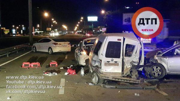 Машины всех участников ДТП получили серьезные повреждения