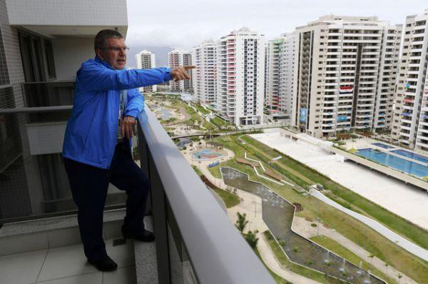 Президент Международного олимпийского комитета Томас Бах в Олимпийской деревне.