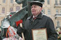 90-летний юбиляр Игорь Спассий признается, что главное в жизни - не лениться.