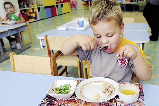 Большинство детей не ест в достаточном количестве овощи, фрукты, зелень.