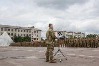 Порошенко поздравляет десантников с днем ВДВ