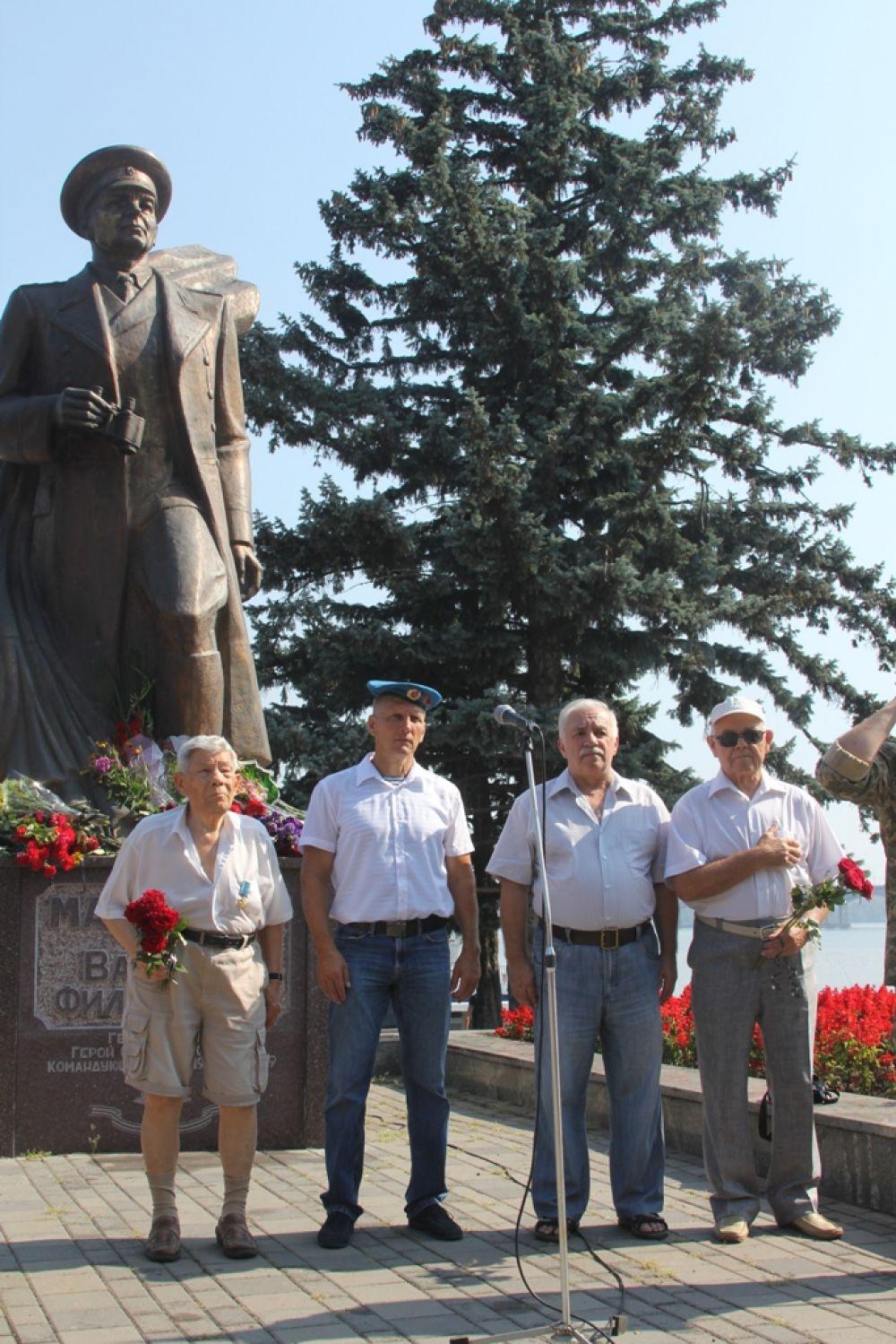 В Днепре были также и ветераны, которые пришли почтить память генерала Маргелова