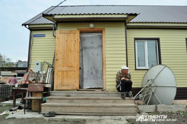 Дома, построенные полгода назад, разваливаются на глазах.