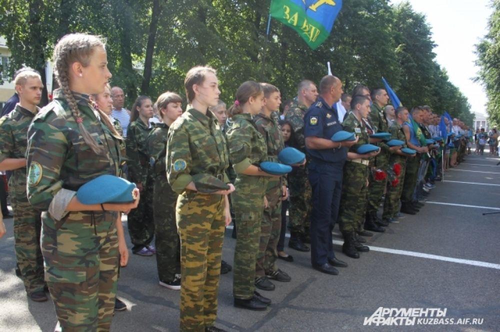 Минутой молчания собравшиеся почтили память погибших в военно-боевых действиях.