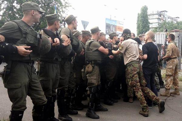 Активисты утверждали, что силовики начали столкновения первыми