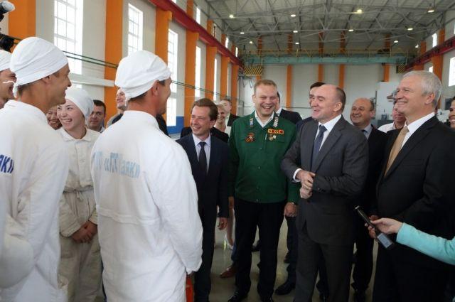 На встрече с бойцами Всероссийской студенческой стройки «Мирный атом - 2016» Борис Дубровский поинтересовался условиями труда и зарплатой.