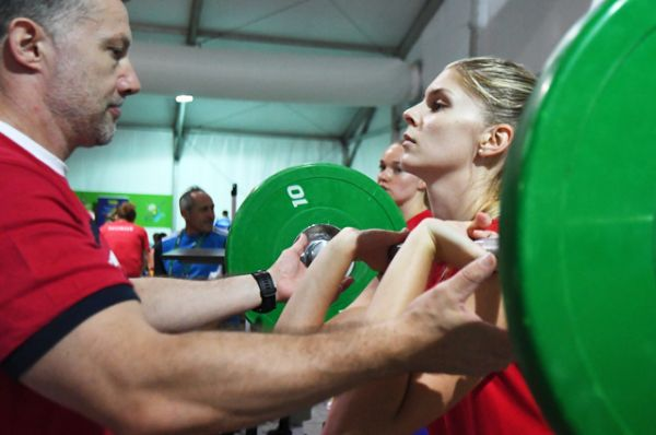 Российская волейболистка Ирина Фетисова во время занятия в тренажерном зале.