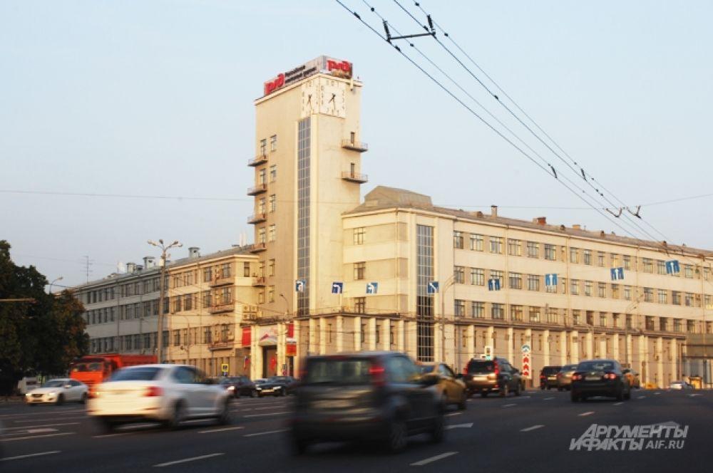 Дом-паровоз — здание РЖД на Новой Басманной улице, дом 2/1, стр. 1.
