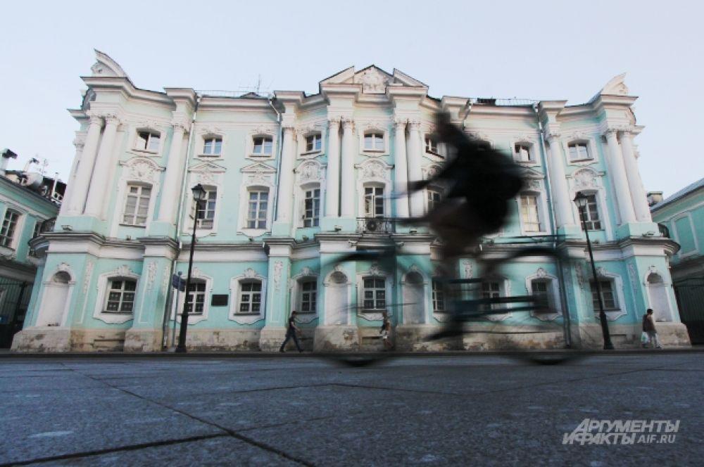 Дом-комод или дом-чемодан — главный дом городской усадьбы Апраксиных-Трубецких на Покровке, 22.