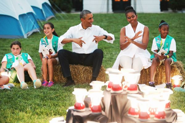 Президент и первая леди США принимают скаутов со всей страны на Южной лужайке Белого дома, 2015 год.