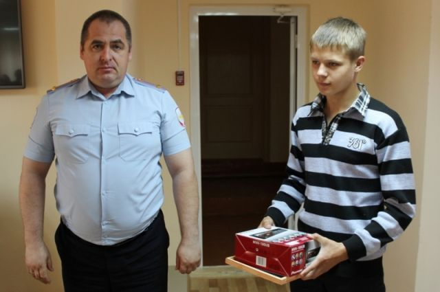 Евгений Алексеев, став свидетелем преступления, помог полицейским задержать грабителей.