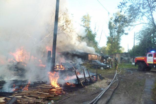 Пожар в частном доме унёс жизни двух человек.