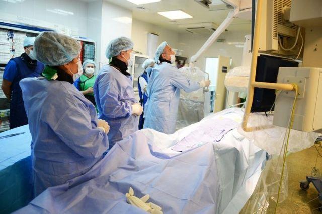 В Югре - 198 больниц, из них в более чем 40 созданы телемедицинские кабинеты.