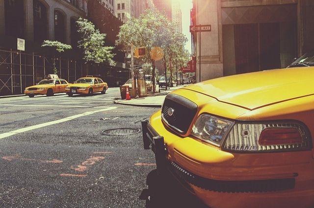 В последнее время в городе появилось много новых служб такси.