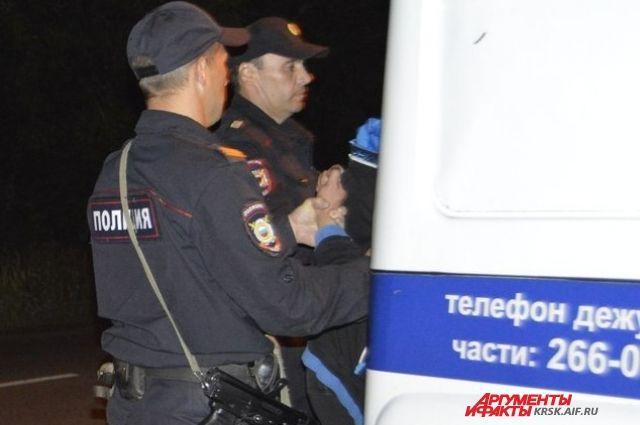 Похищенный телефон мужчина сдал в ломбард.